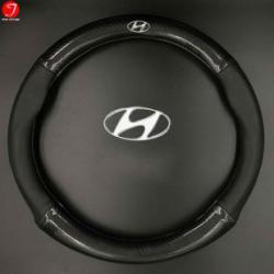 Bọc vô lăng ô tô Hyundai | Sợi cacbon da màu đen gắn logo (LOẠI 1)
