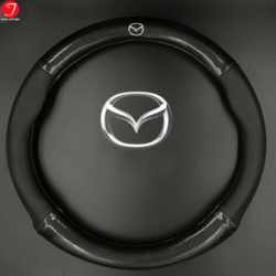 Bọc vô lăng ô tô Mazda | Sợi cacbon da màu đen gắn logo (LOẠI 1)