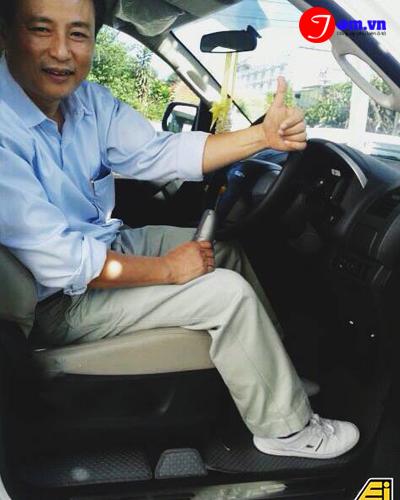 nước hoa khử mùi xe hơi