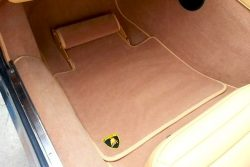2 Loại thảm lót sàn ô tô nào đáng dùng nhất trên thị trường hiện nay?